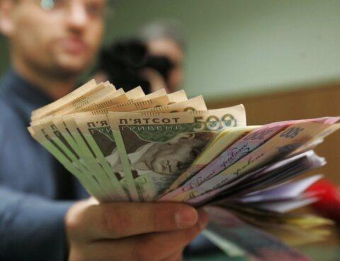 Позиція ВС щодо того, чи є отримання керівником зарплати підлеглої, за умови виконання її роботи, заволодінням чужим майном